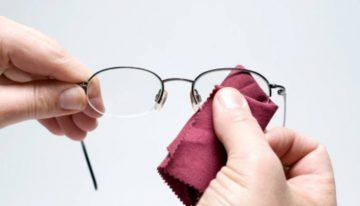 The Best Way to Keep Your Eyeglasses Clean